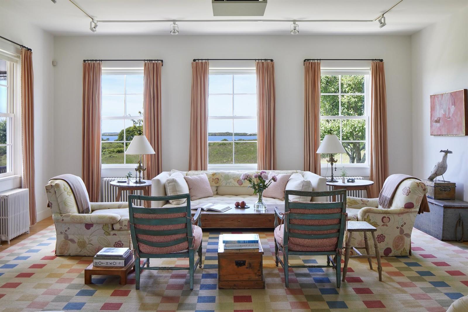 Il soggiorno della casa con vista oceano / christiesrealestate.com