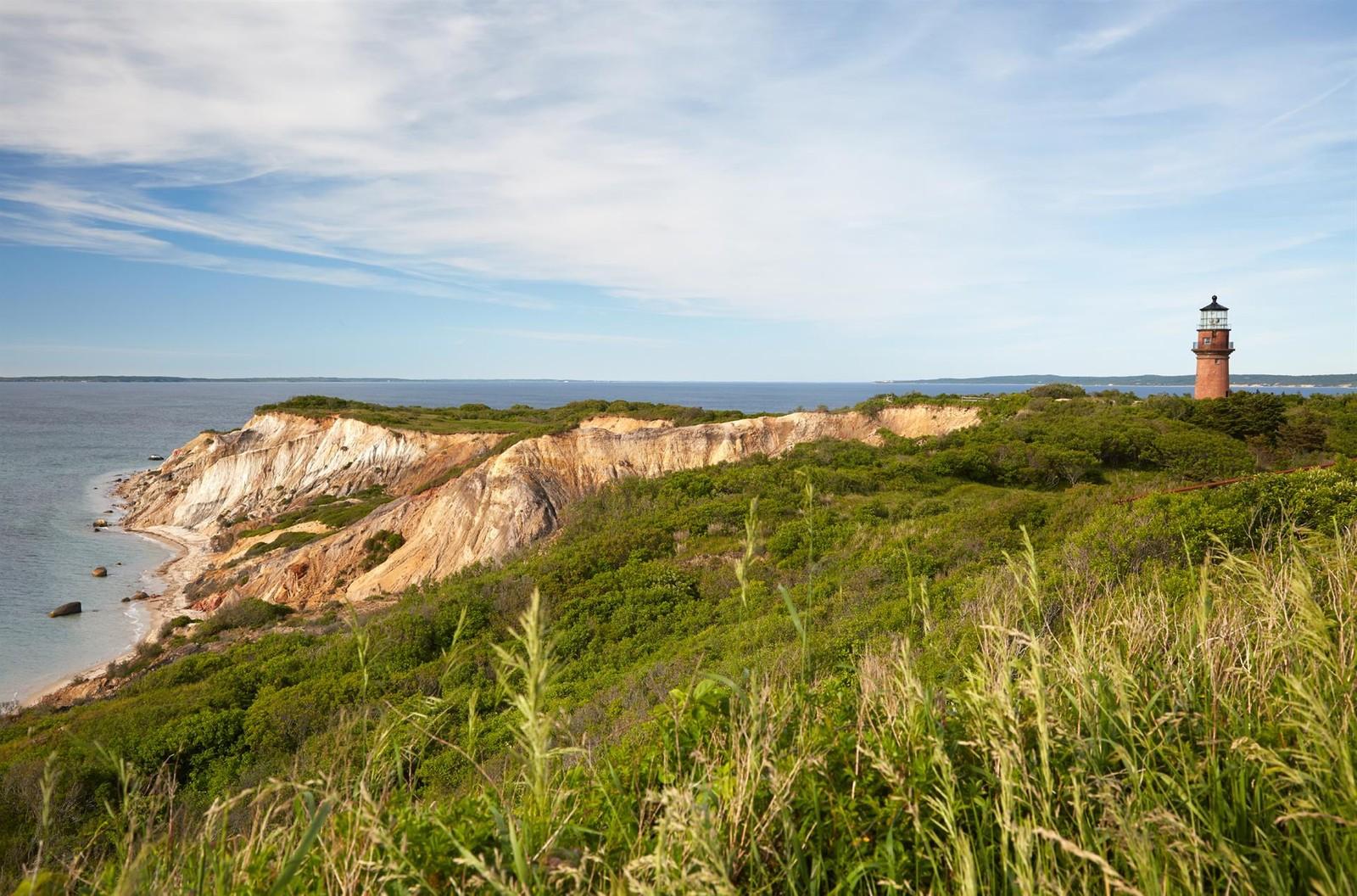 La scogliera dell'isola di Martha's Vineyard / christiesrealestate.com